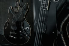 Schecter Corsair Bass - nowy bas typu semi hollow
