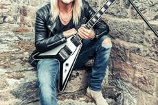 Epiphone Ltd. Ed. Richie Faulkner Flying-V Custom Outfit