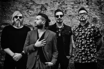 "Rival Sons prezentuje teledysk ""Sugar On The Bone"""