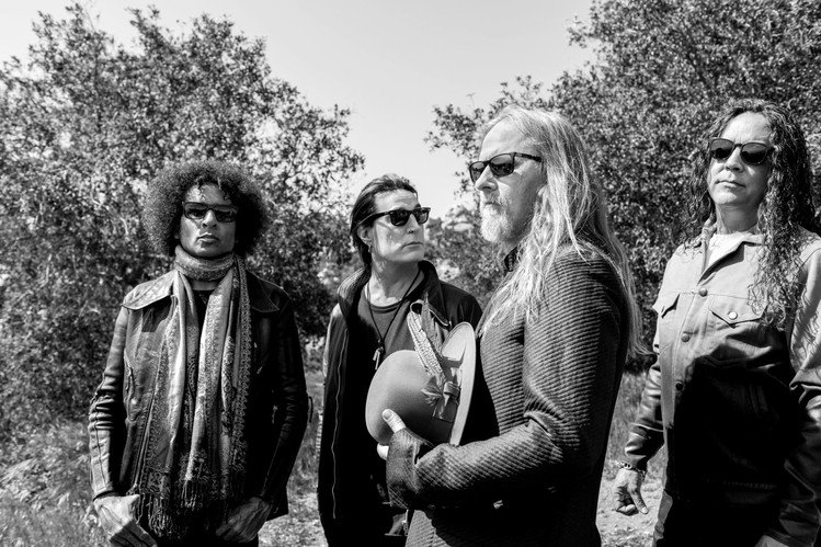 "Alice In Chains - zobacz teledysk do ""Never Fade"""