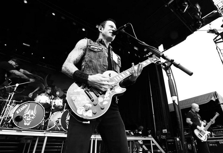 "Trivium - zobacz nowe video do ""Dead And Gone"""