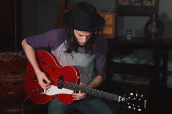 "Epiphone Ltd. Ed. James Bay Signature ""1966"" Century Outfit"