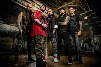 Andy James w Five Finger Death Punch
